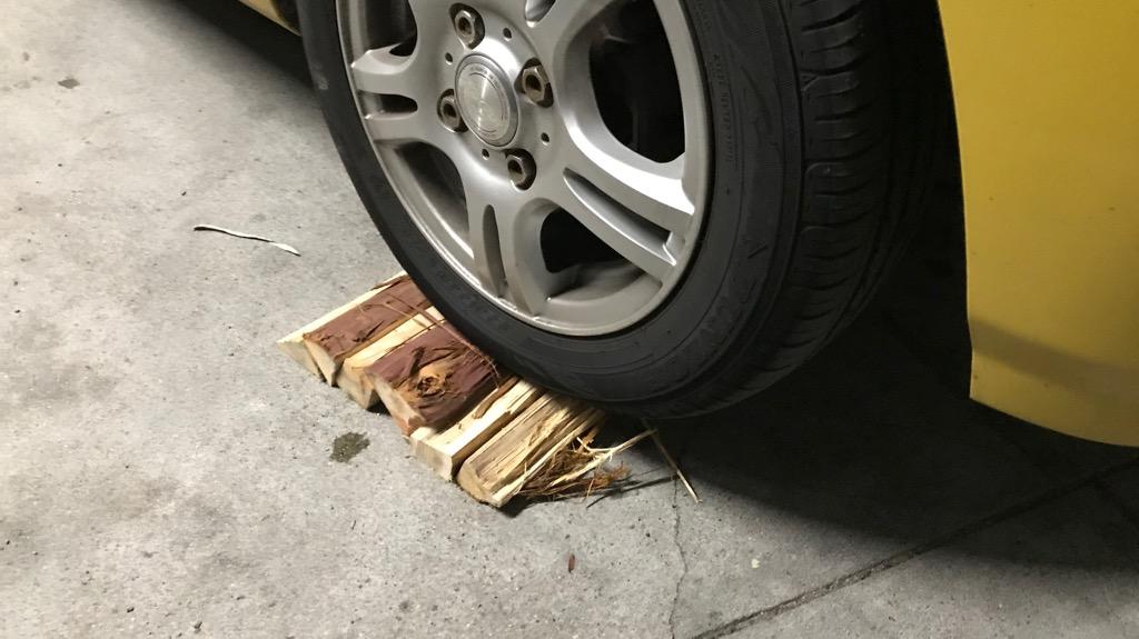 薪を並べて、車高をあげる図②