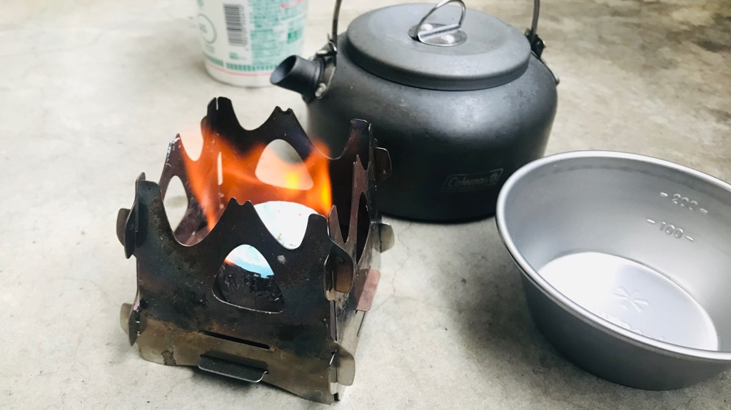 SOTO ミニ焚き火台テトラ実際の使用感:固形燃料でお湯沸かしたりするのはいいかも