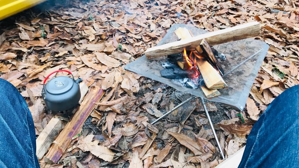 キャンプのデメリット②:焚き火によって服やいろんなものに煙の匂いがつきがち
