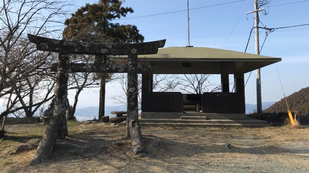 若杉楽園キャンプ場の良いところ:水場・炊事場・トイレなど設備が揃っている