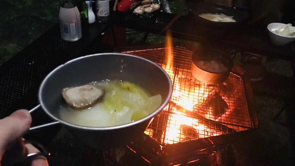 シェラカップの使い方:鍋ものなどを食べる際の小皿として使う