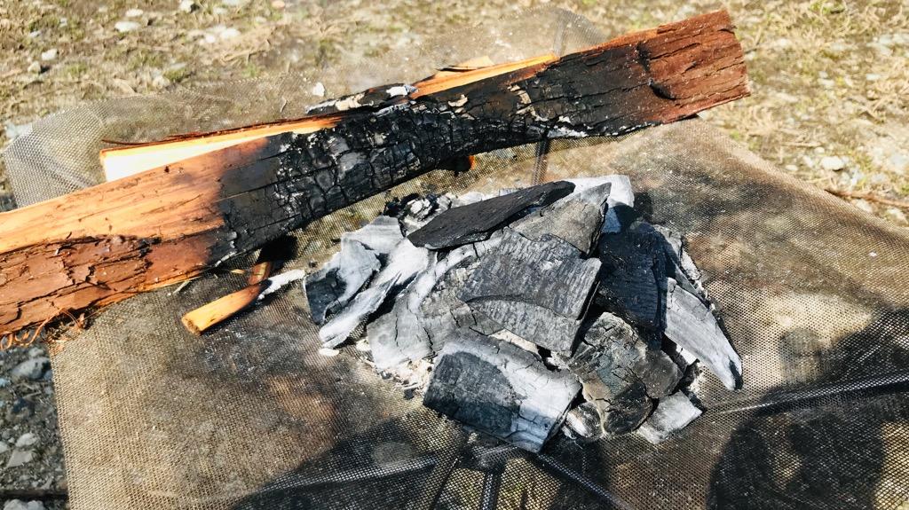 炭火のメリット:煙が出ないので、服ににおいがつかない