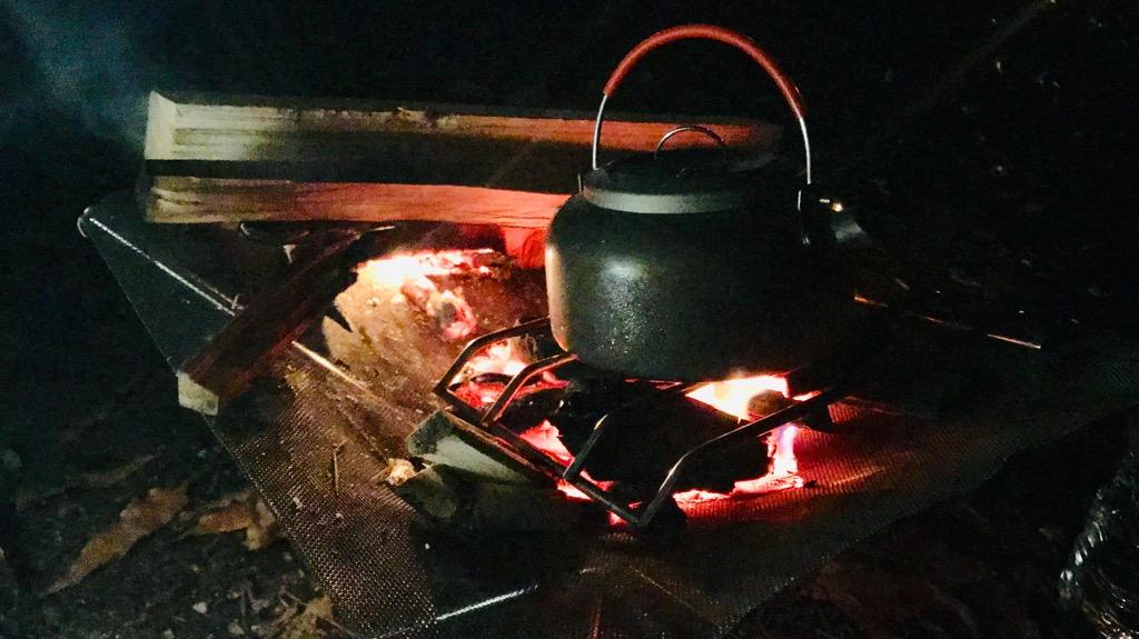 薪のメリット:熾火状態なら炭火っぽく使える(煤がつかない)