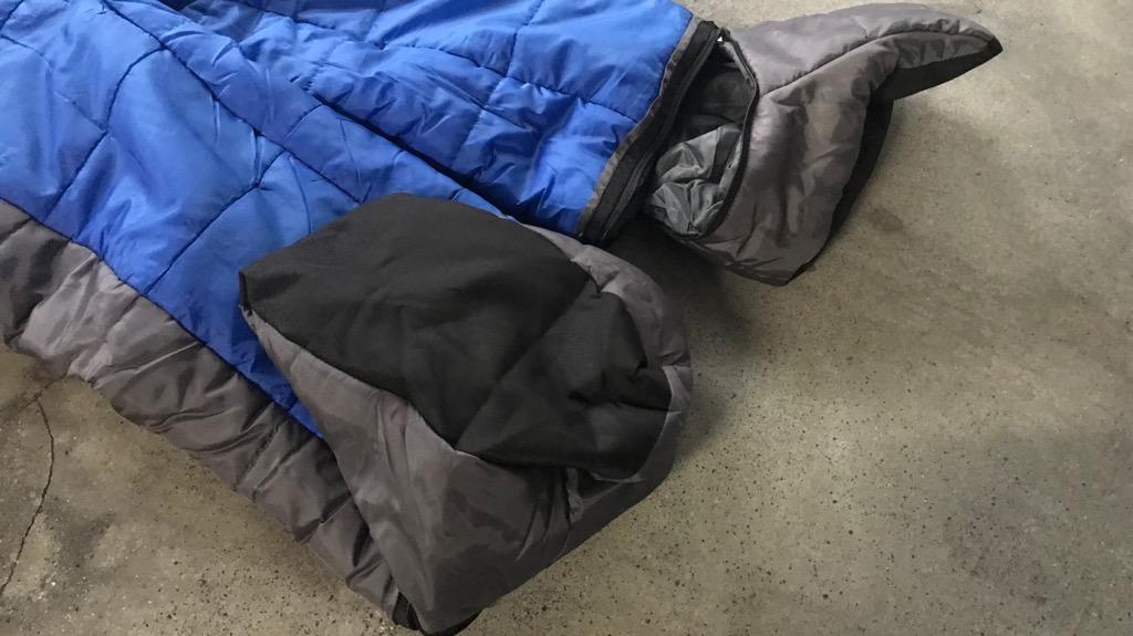 KingCamp 歩ける寝袋のメリット・良いところ:手足はジッパー開閉できるので、細かい作業や靴履いたりできる