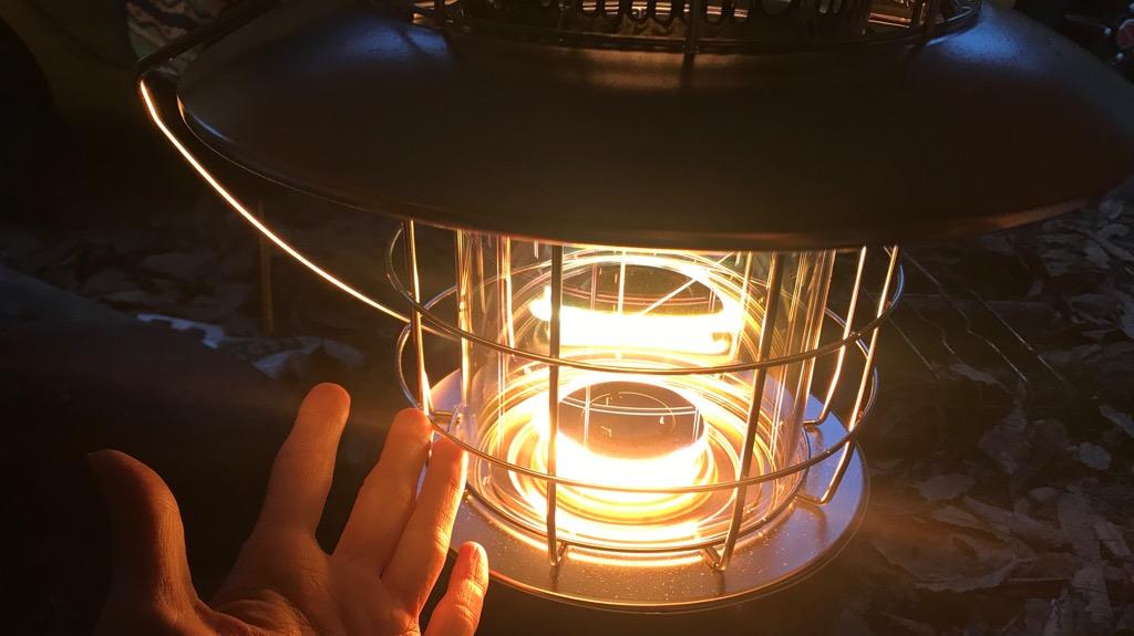 トヨトミ レインボーストーブのメリット・良いところ:熱が横にいかず、金網に触れても火傷しないので安心