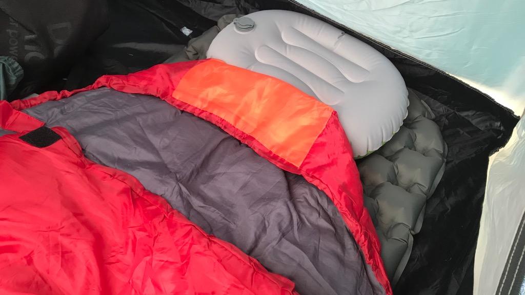 キャンプマットとは、寝袋の下に敷くマット