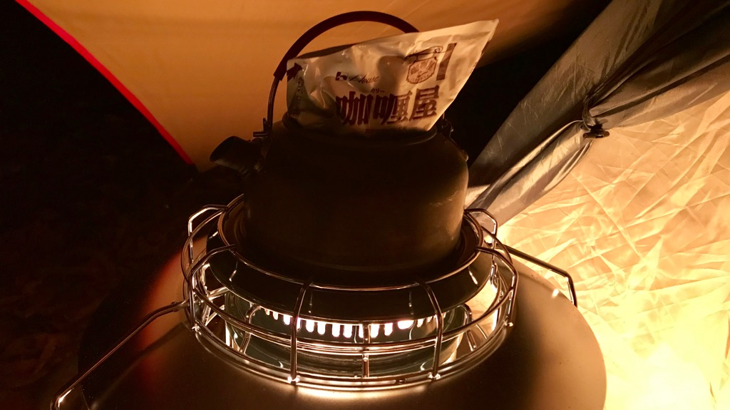 トヨトミ レインボーストーブのメリット・良いところ:上でお湯沸かしたり調理したりできる