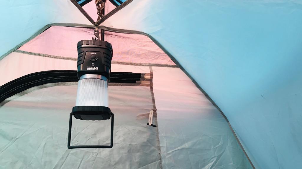 BUNDOK(バンドック)ツーリングテントの使用感・使い心地:天井にはランタン掛けるためのフックあり