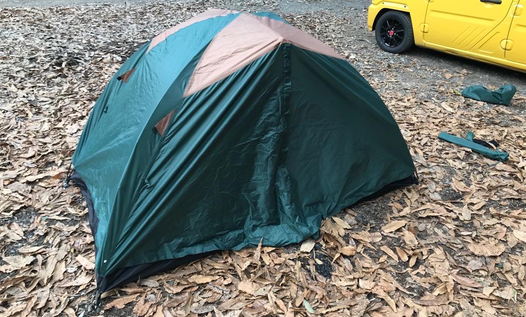 ドームテントとはポールをしならせて立てるタイプのテント