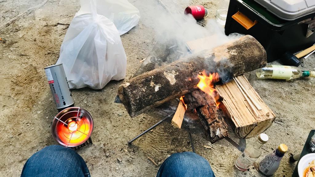 キャンプの基本マナー①:直火禁止のキャンプ場では焚き火台を使う