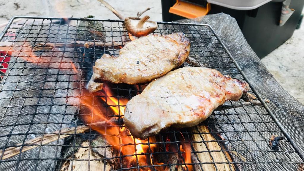 薪のデメリット:焚き火で湯沸かし・調理すると煤がつく