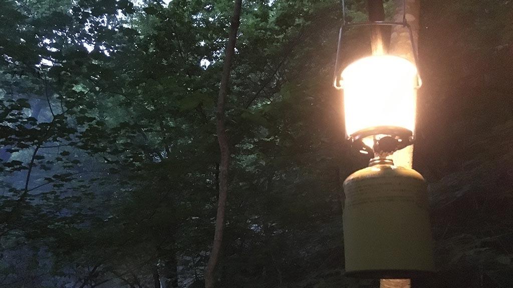 ガスランタン:OD缶などのガス缶に接続して使用するタイプ