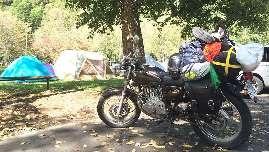 キャンプツーリングのメリット・良いところ:徒歩よりも楽で、車よりキャンプ場の利用料が安い