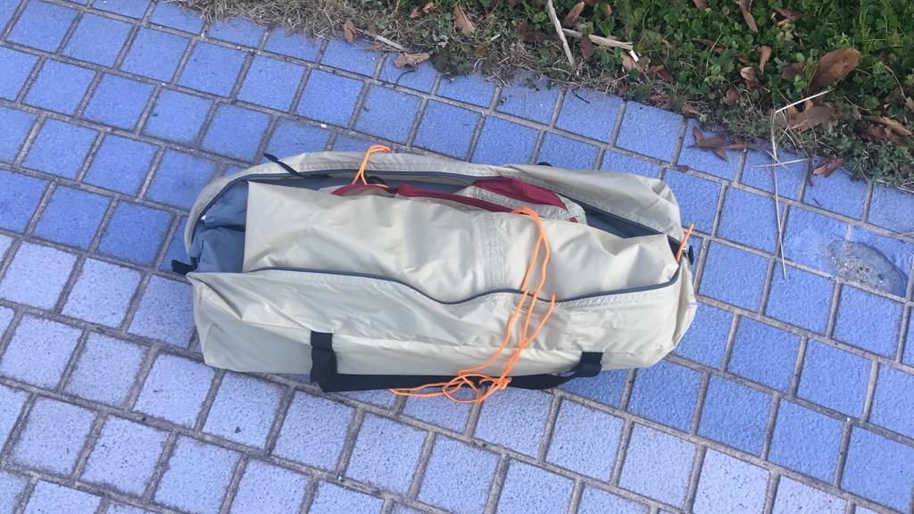 キャプテンスタッグ アルミワンポールテントのメリット・良いところ:キャリーバッグが横開き