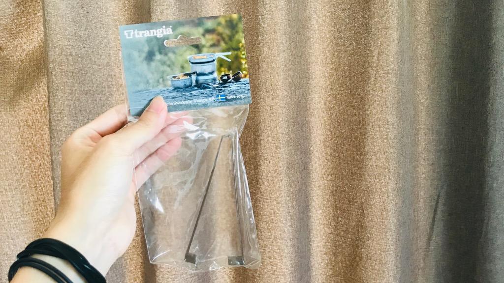 ミニトランギア用ハンドルの外観:デカいピンセットぽい。trangiaのロゴはなし...