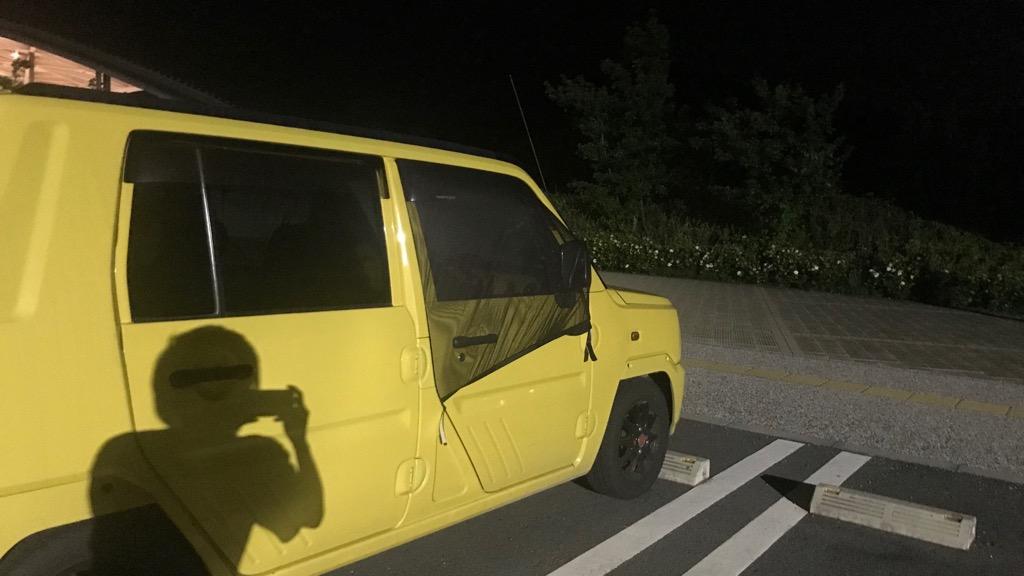 ウィンドーネット(車窓ネット)とは車内に蚊などが入らないようにするネット