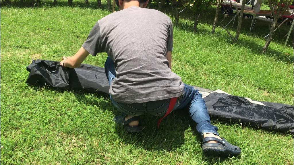 撤収・収納方法:ポールを抜き、キャリーバッグのサイズに合うように畳んで押し込む