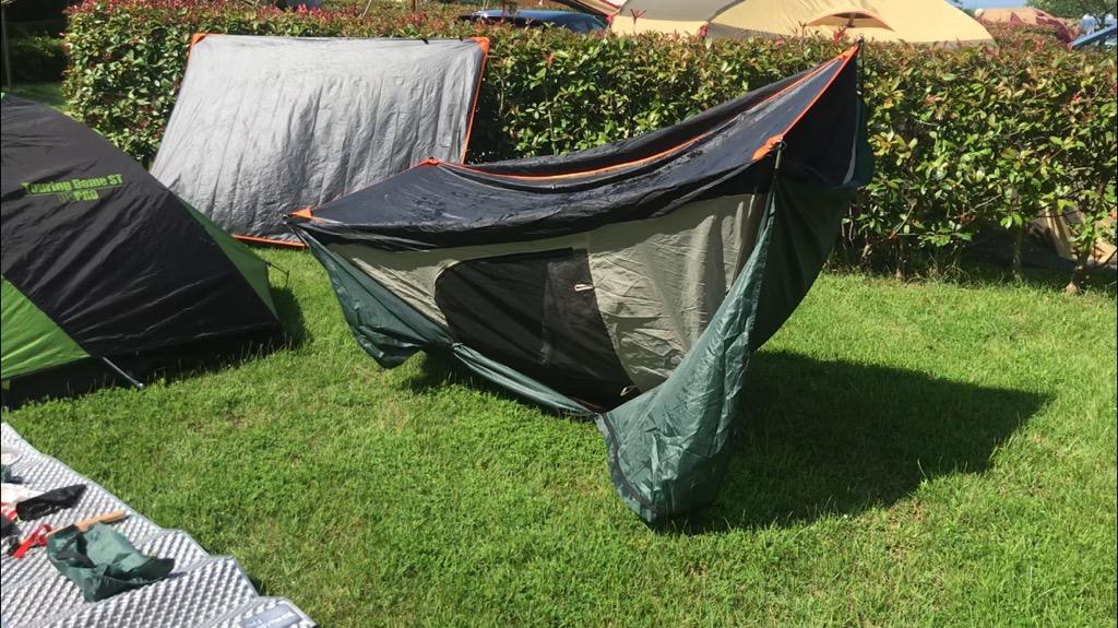 ドームテントは撤収前にひっくり返して乾かせる
