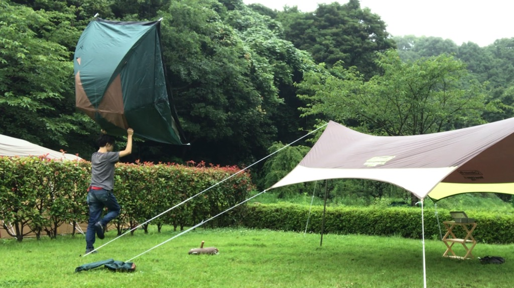 ドームテントはペグなしで自立するので設営後に移動できる