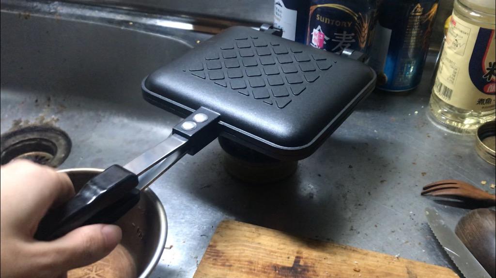 ホットサンドメーカーとは、ホットサンドイッチを作るキャンプギア